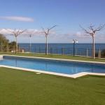 Piscina amb vistes al mar